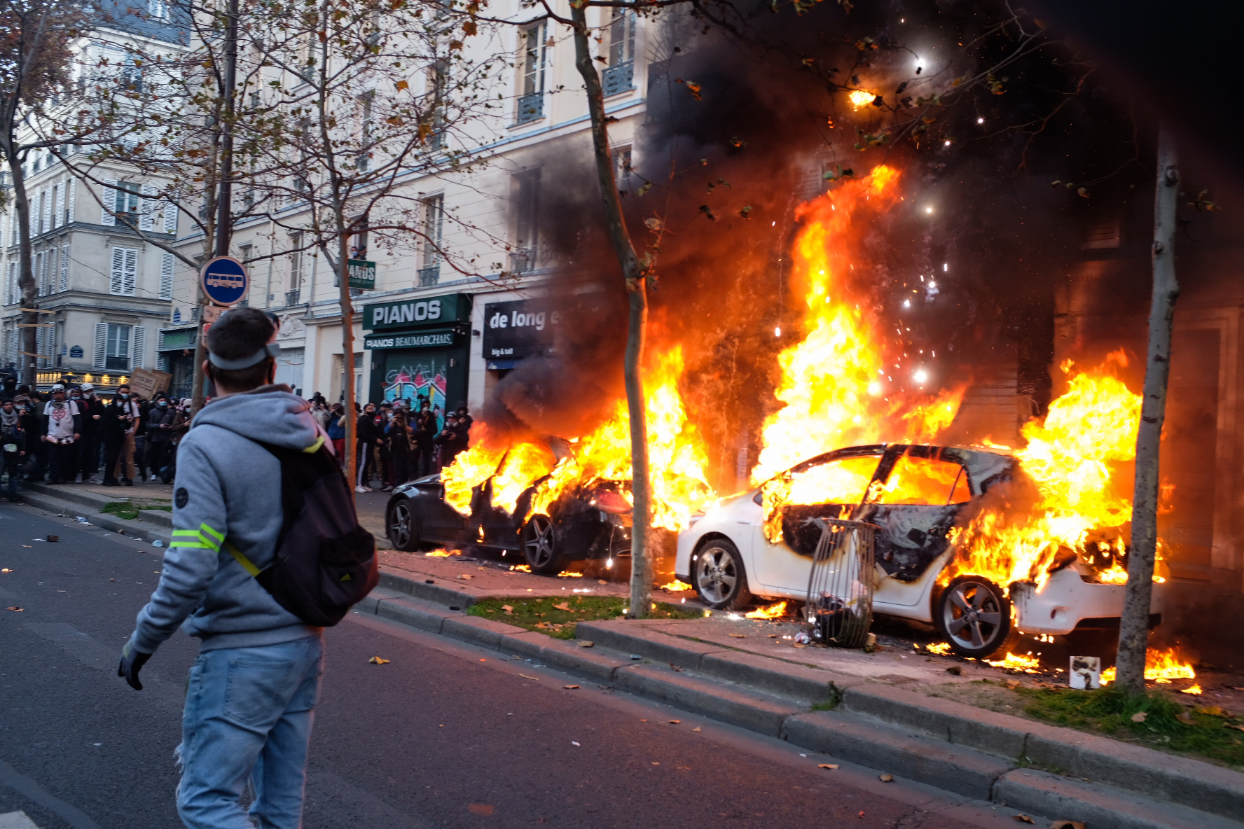 Cars on fire at the November 28 protest. Image Credit: Amy Thorpe