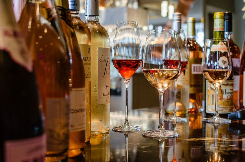 Rosé and white wines. Image Credit: Flickr/NwongPR
