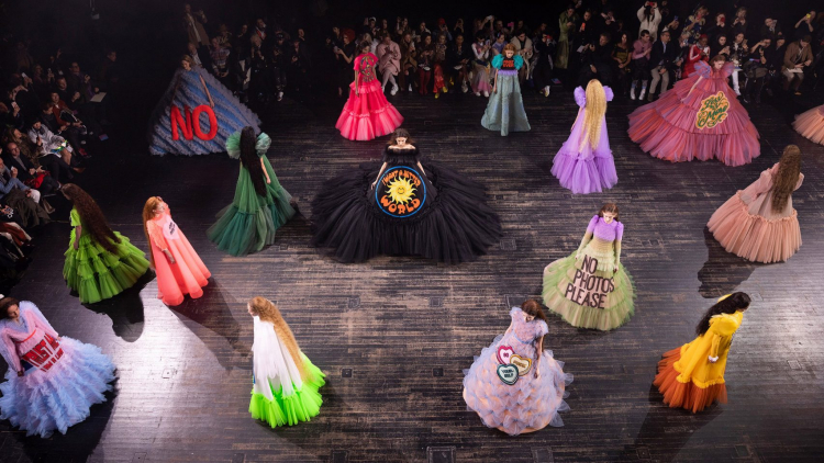 Viktor & Rolf Paris Haute Couture Carousel SS 19. Image Credit:  Thierry Chesnot/Getty Images